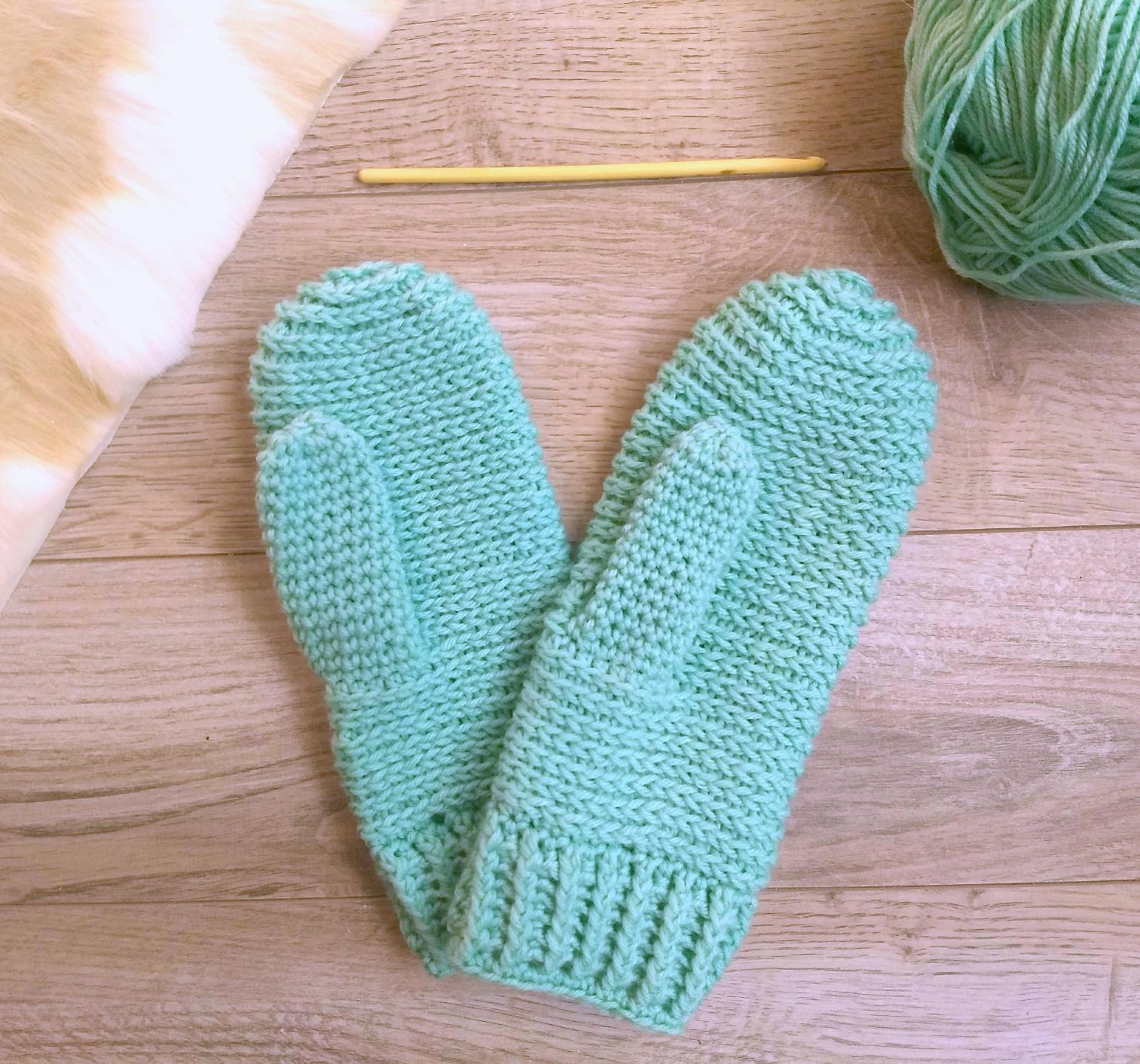 Sidewinder Crochet Mittens